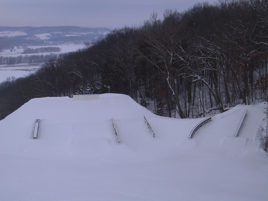 Side view of a rail in Chestnut Mountain Resort, Illinois