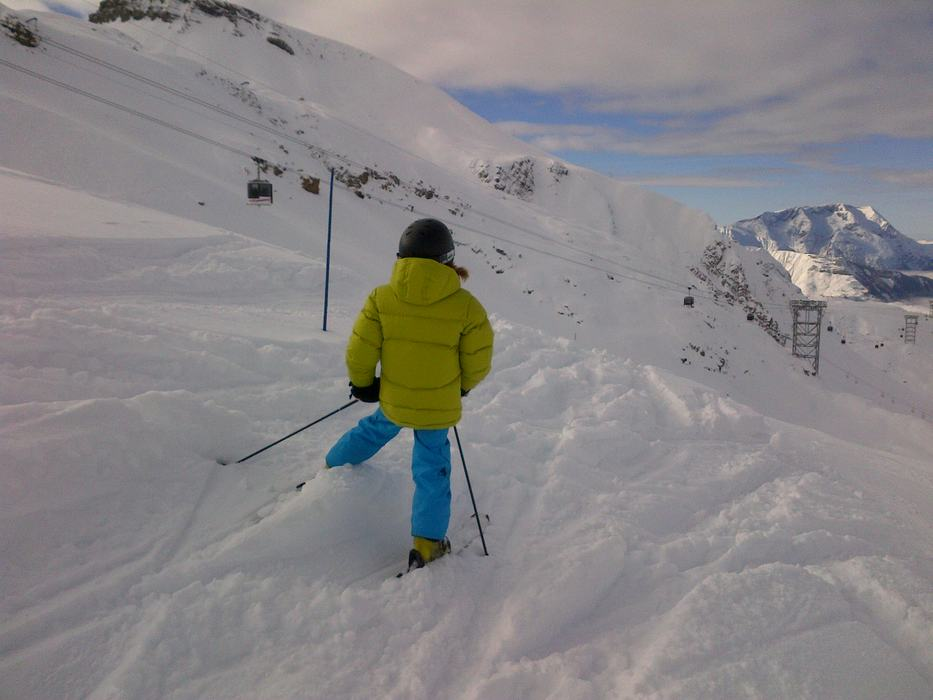 Learning to ski in Les 2 Alpes, France