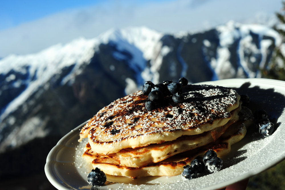 Aspen Sundeck offers a delicious breakfast. Photographer: Daniel Bayer.