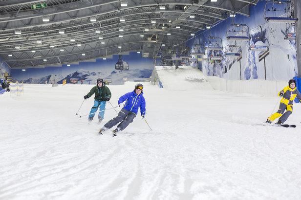 Skifahrer in der JEVER FUN SKIHALLE Neuss - ©allrounder.de