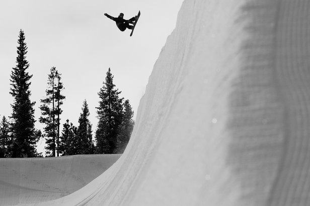 Frontside Stalefish - ©Burton Snowboarding
