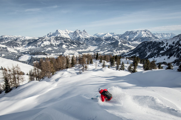 Skiing in Kitzbühel - ©Sporting Social Highlight of the Alpine Winter.