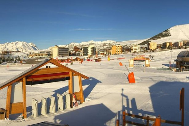 Fresh snow and sunny skies in Alpe d'Huez today (March 27th, 2014)