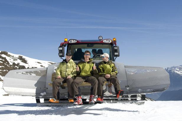 dameuse preparatifs stations de ski - ©© ARochau - Fotolia.com
