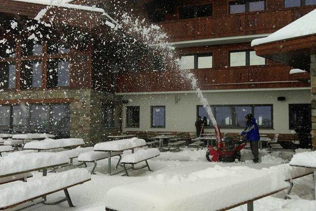 Sníh v létě! 30 cm čerstvého prašanu napadlo v Kaprunu, 10 cm na Hintertuxu - ©Hintertuxer Gletscher