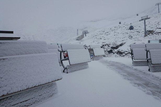 Der Winter ist zurück: 15cm Neuschnee auf dem Hintertuxer Gletscher - ©Facebook Hintertuxer Gletscher
