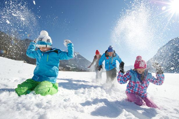 Der Achensee ist auch im Winter ein Familienparadies - ©TVB Achensee
