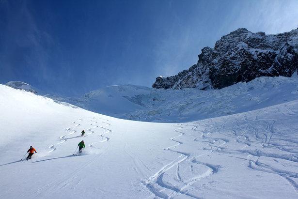 Tiefschneehänge auf der Schwarztor-Freeridetour lassen Skifahrerherzen höher schlagen - ©Skiinfo.de/Sebastian Lindemeyer