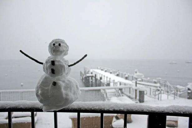 Snowman in front of Lake Tahoe. Photo:Homewood Mountain Resort/Facebook