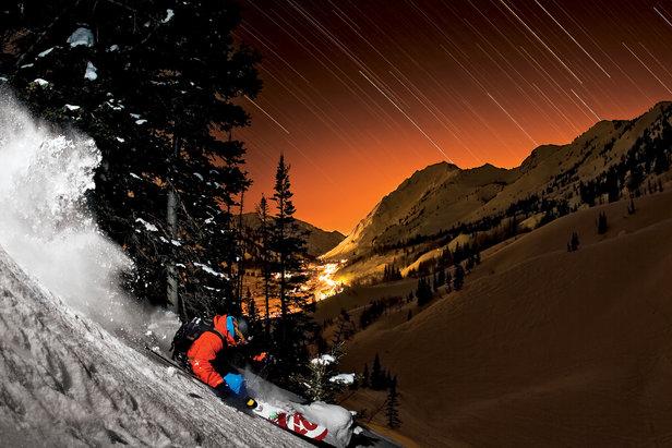 Bryce Phillips im nächtlichen Powder in Alta (Utah) - ©Grant Gunderson