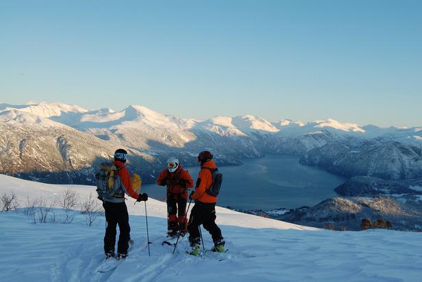 Skifahrer Fjord Westnorwegen  - ©Egil Holshagen
