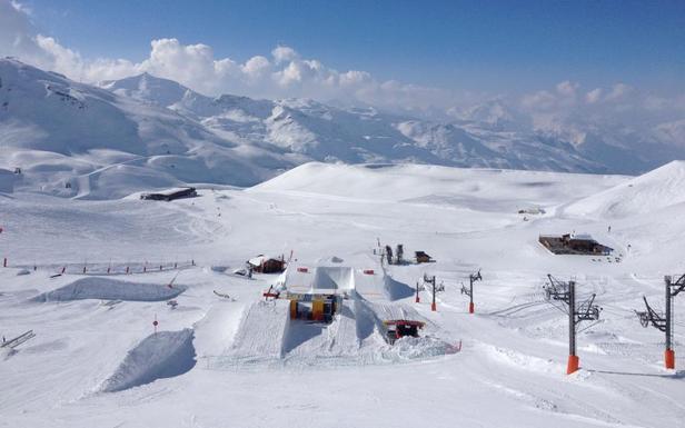 Vue sur le snowpark de Val Thorens en ce début avril... - ©snowpark Val Thorens
