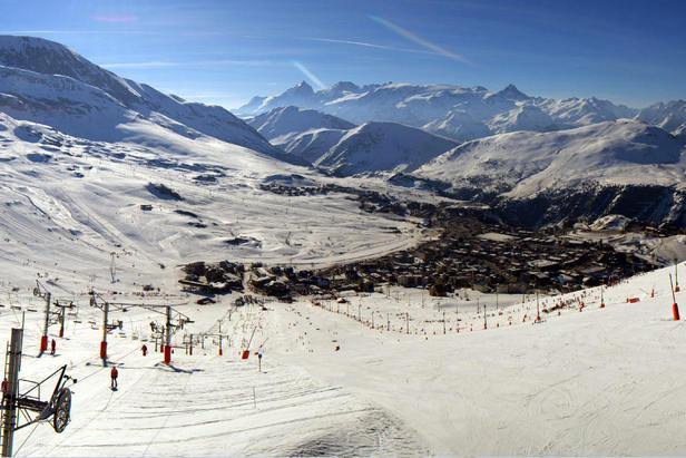 De la neige, du soleil... que demander de plus ? Tous les ingrédients d'une bonne journée de ski sont réunis à l'Alpe d'Huez en ce 18 avril.