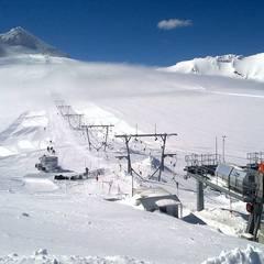 Belles saison de ski d'été en prespective à Passo Stelvio en Italie