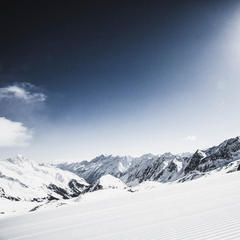 WildNGrubn run on Stubai Glacier, Austria