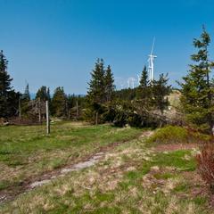 Der alpannonia führt vorbei am Rattener Windpark - ©bergleben.de / Matteo Gariglio