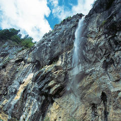 Der Schleierwasserfall ist eine der Attraktionen auf Etappe 1. - ©Tirol Werbung/Klaus Kranebitter
