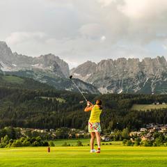 Golfer schätzen die gepflegten Plätze der Region - ©TVB Wilder Kaiser