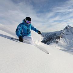 Skiër in het Duitse Oberstdorf