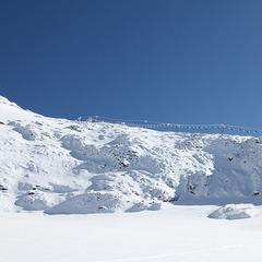 Spektakulär zieht sich der Gletscherjet entlang des ewigen Eises Richtung Gipfel - ©Skiinfo.de