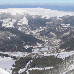 Vue panoramique sur tout le Massif du Sancy et la valle du Mont-Dore depuis la terrasse le restaurant d'altitude Le Pic du Sancy