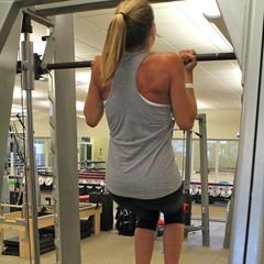 Chin-ups with Grete Eliassen.