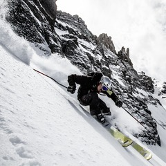 Herb Manning rips a steep line under Palmyra Peak.
