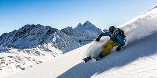 Snehové správy: V nedeľu bude v Jasnej snežiť, v otvorených alpských strediskách dobré lyžiarske podmienky ©Stubaier Gletscher | Christoph Schöch