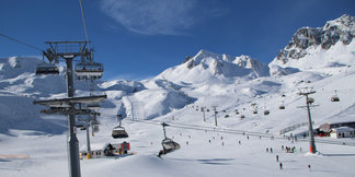 Ischgl ticks all the boxes: Family friendly, lively apres-ski and snowsure slopes ©Henning Heilmann