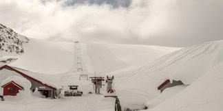 Lyžařská sezóna na ledovci Fonna zahájena: Osm metrů sněhu v Norsku ©Jan Petter Svendal