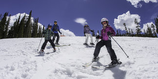 Kids Ski Free at 21 Colorado Resorts ©Dave Camara