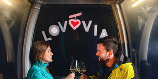 LOVOVIA ©Unconventional Valentine's Day on the Cable Car