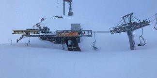 Raport narciarski: Śnieżyce nie ustają! Sytuacja w ośrodkach miejscami dramatyczna! ©Facebook Stubaier Gletscher