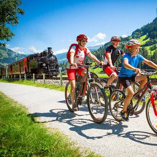 Radfahrerfamilie - ©Zillertal Tourismus GmbH, Daniel Geiger