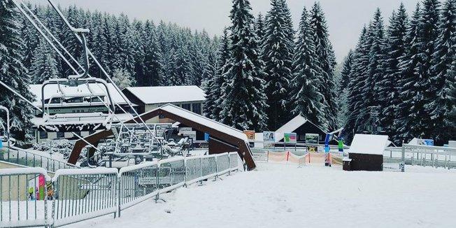 První sníh v Čechách (13.11.2019) - © facebook | Ski&Bike Špičák