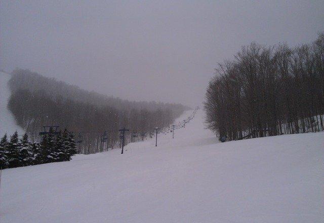 Fresh powder snow 28F/-4C, good conditon friendly people, it's great here!