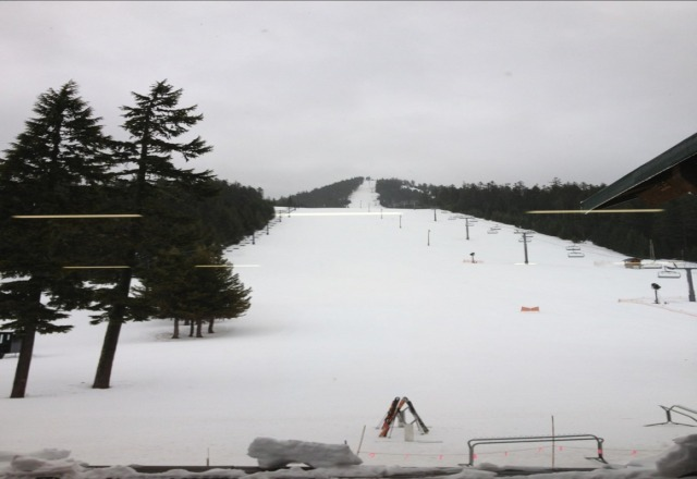 empty slopes this wednesday, unfortunately its more of a freezing rain than snow.