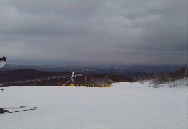 Pretty nice snow today. Very few people, great weather, and tons of jumps and side trails on ParaDice. Lookin' good!