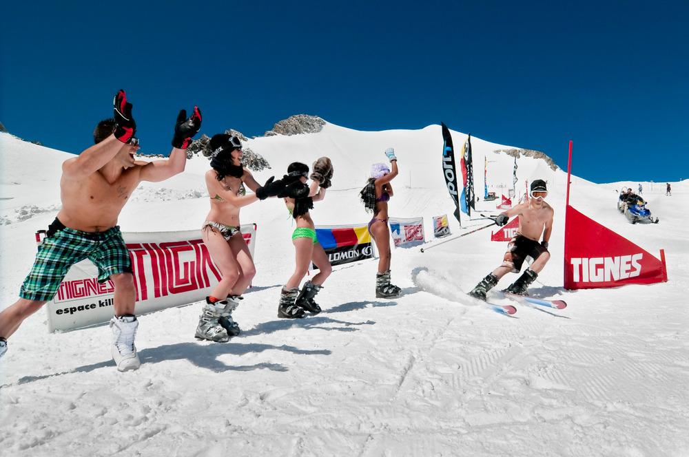 Bikini contest sur le domaine de ski d'été de Tignes - © andyparant.com
