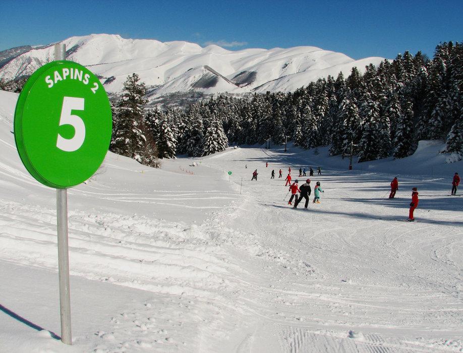 ski en famille sur la piste verte des Sapins à Val Louron