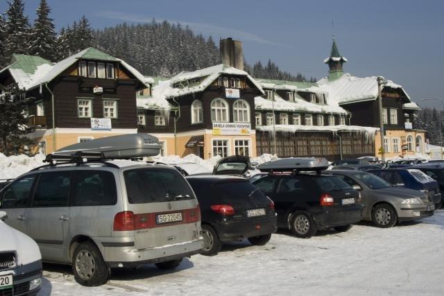 Parkoviště a hotel Pokrok