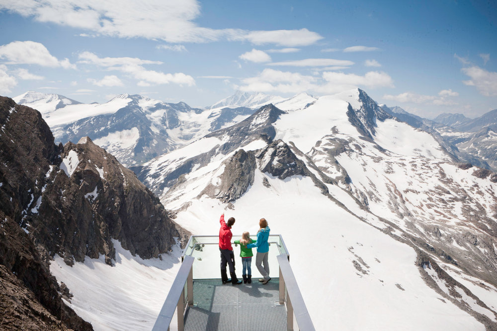 Gipfelwelt 3000 on the Kitzsteinhorn is the highest viewing platform in all of Salzburg - © Gletscherbahnen Kaprun AG