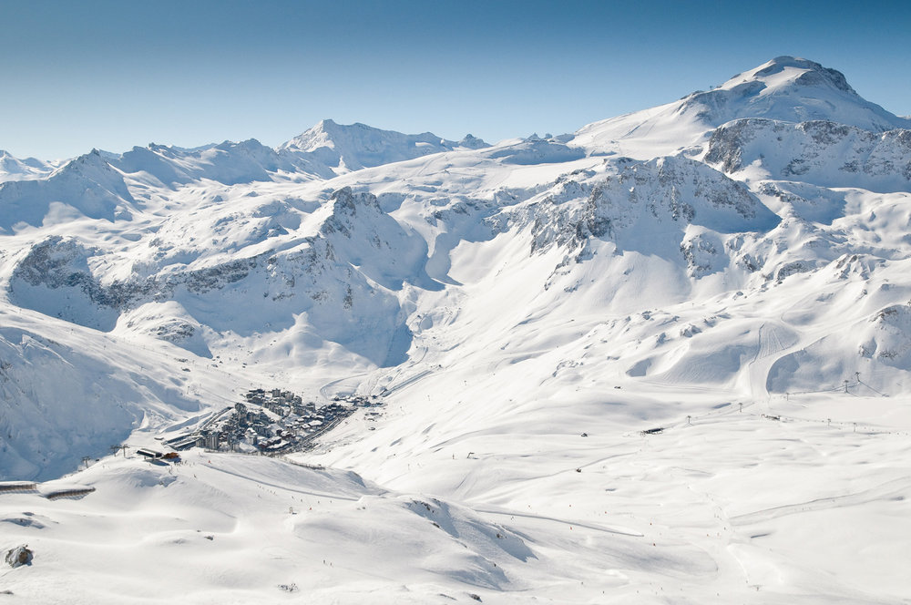 Vue globale sur une patie du domaine skiable de Tignes - © Andy Parant