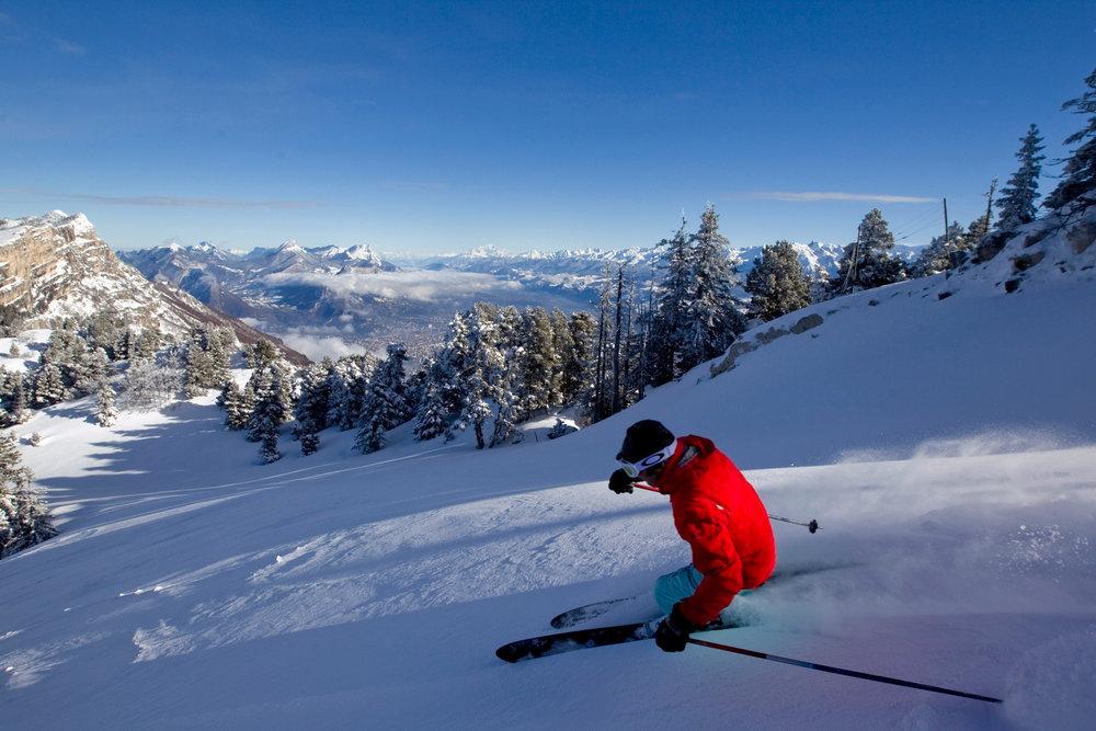 Soleil et neige fraîche sur les pentes de Lans en Vercors - © Montagne de Lans