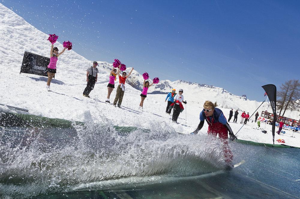 Passage incontournable de la fin de saison : le waterslide des Arcs - © Manu Reyboz