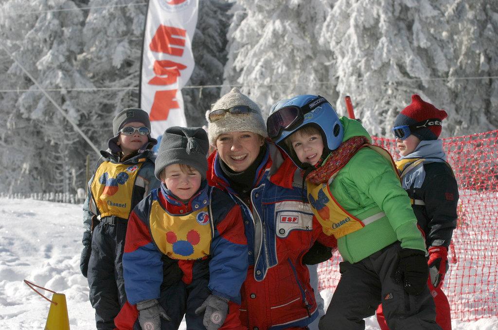 Bien encadrés, les enfants découvrent les joies de la glissela glisse au Lac Blanc - © OT Vallée de Kaysersberg
