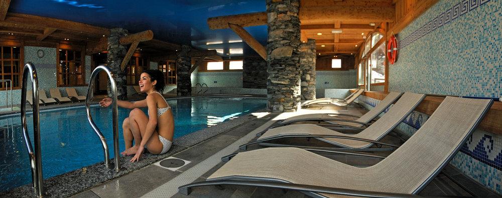 Détente et relaxation à la piscine de Sainte Foy Tarentaise - © P. ROYER / OT de Sainte Foy Tarentaise