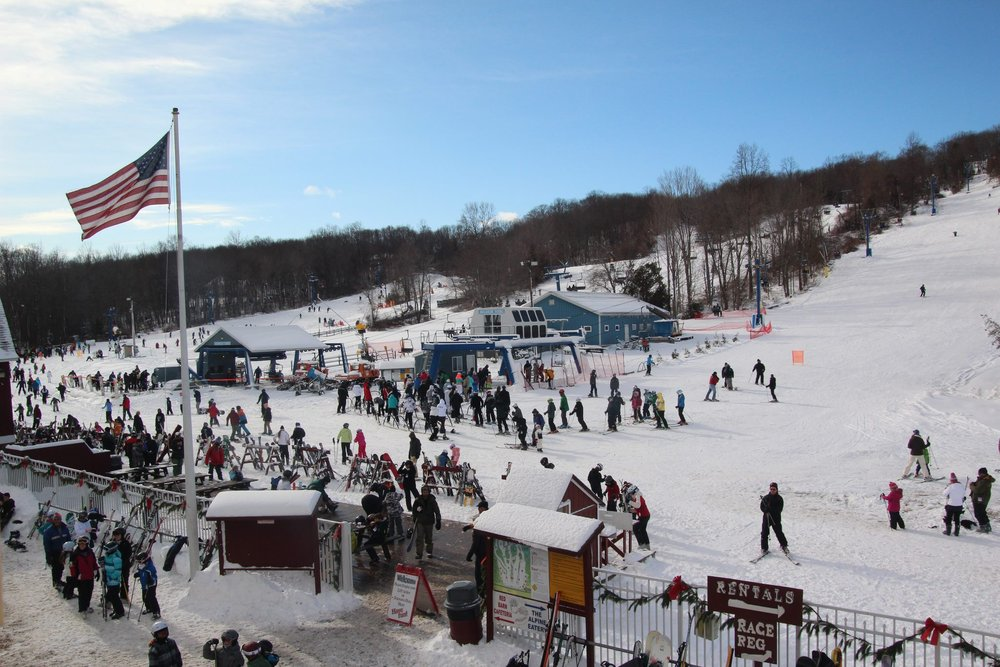 A perfect winter day at Mount Southington. - © Mount Southington