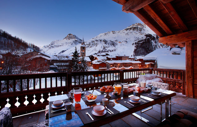 Val d'Isere breakfast with a view.