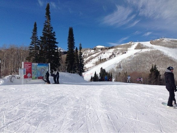 Awesome day for boarding. Not too crowded and great weather with fairly good snow!'